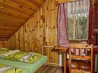 Ložnice v podkroví - chata ubytování Mlynčeky