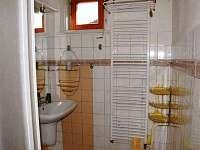 sprchový kút pre izby spoločnou kúpelkou