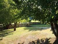 pohled do zahrady - chata ubytování Sýkořice