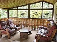 Posezení na zastřešené terase - Sýkořice