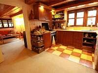 vybavená kuchyně s myčkou nádobí - chata k pronajmutí Sýkořice