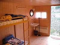 uvnitř chatky - ubytování Vysoký Chlumec