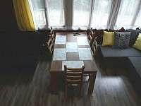Jídelní stůl - chata k pronajmutí Žebrákov