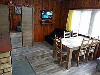 Obývací pokoj + rozkládací pohovka - chata ubytování Žebrákov