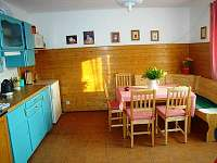 kuchyně v přízemí - chalupa k pronájmu Příbram - Milín