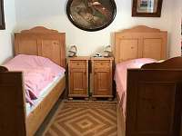 Ložnice v přízemí 3 samostatné postele + 1 přistýlka