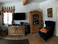 Obývací pokoj - pronájem chalupy Zaječov