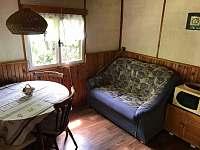 Posezení v kuchyni - chata ubytování Lašovice