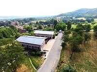letecký pohled na apartmánové domy Monínec - k pronájmu