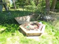 pískoviště pro děti - chata k pronájmu Hříměždice