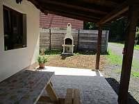 venkovní gril - chata k pronájmu Ohrazenice