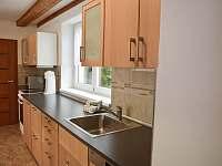 kuchyňská linka s myčkou - pronájem chalupy Láz