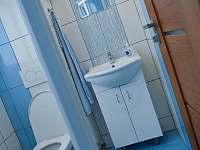 podkroví, koupelna s WC a sprchovým koutem - pronájem chalupy Láz