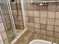 Koupelna v přízemí - chalupa ubytování Skvrňov