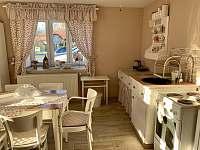 Kuchyně s jídelnou - chalupa ubytování Skvrňov