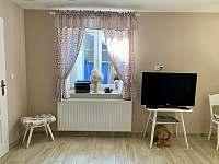 Obývací pokoj - chalupa k pronajmutí Skvrňov