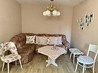 Obývací pokoj - pronájem chalupy Skvrňov