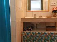 koupelna v přízemí - chalupa k pronajmutí Stupčice