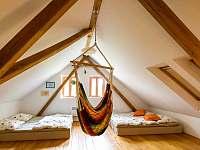 podkrovní místnost - chalupa ubytování Stupčice