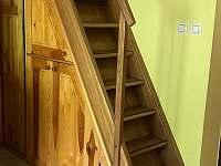 schodiště do podkroví - chalupa k pronájmu Nová Živohošť