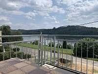 Výhled balkón kuchyně - apartmán k pronájmu Županovice