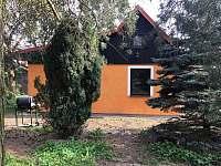 Chata Divišov - Ze zahrady - k pronájmu
