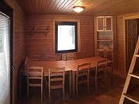 Obytná místnost - chata k pronájmu Divišov u Benešova