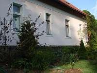 Jižní strana chalupy - pronájem Černíkovice