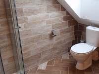 WC v podkroví - chalupa k pronájmu Černíkovice
