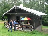 Krytá terasa je dost velká i na oběd či společné posezení