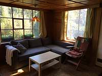 Obývací pokoj - chata k pronajmutí Milešov - Loužek