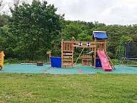 dětské hřiště - chata k pronajmutí Roztoky