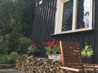 Před chatou v Lašovicích - k pronájmu