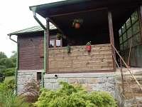 pohled na terasu - chata k pronajmutí Vlastějovice