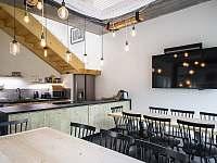kuchyň a jídelna - chalupa k pronajmutí Hojšín