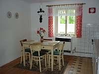 Kuchyň - pronájem chalupy Okřesaneč