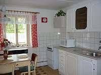 Kuchyň - chalupa k pronájmu Okřesaneč