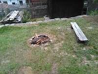 k dispozici žulový kámen na ohniště a rošt - Svojšice