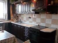zařízená kuchyň