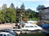 parkoviště v areálu