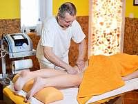 Masáž stehna