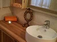 Koupelna s vanou - chalupa ubytování Kácov
