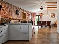 Obývací část s kuchyní - chata k pronájmu Slapy - Lahoz