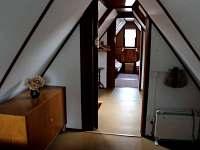 Pohled z druhé ložnice do horní chodby