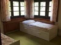 Ložnice v přízemí - dětský pokoj - Přívlaky
