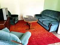 Obývací pokoj - chalupa ubytování Horní Počaply - Křivenice