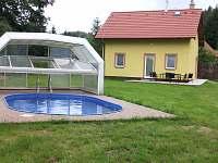 chata s bazénem