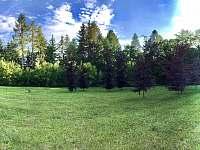 Privátní oplocená obří zahrada 7.300 m2 - vila k pronajmutí Samopše