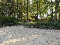 Pohled od pláže - chata ubytování Hřiměždice