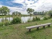 posezení u rybníka - Kamenné Zboží